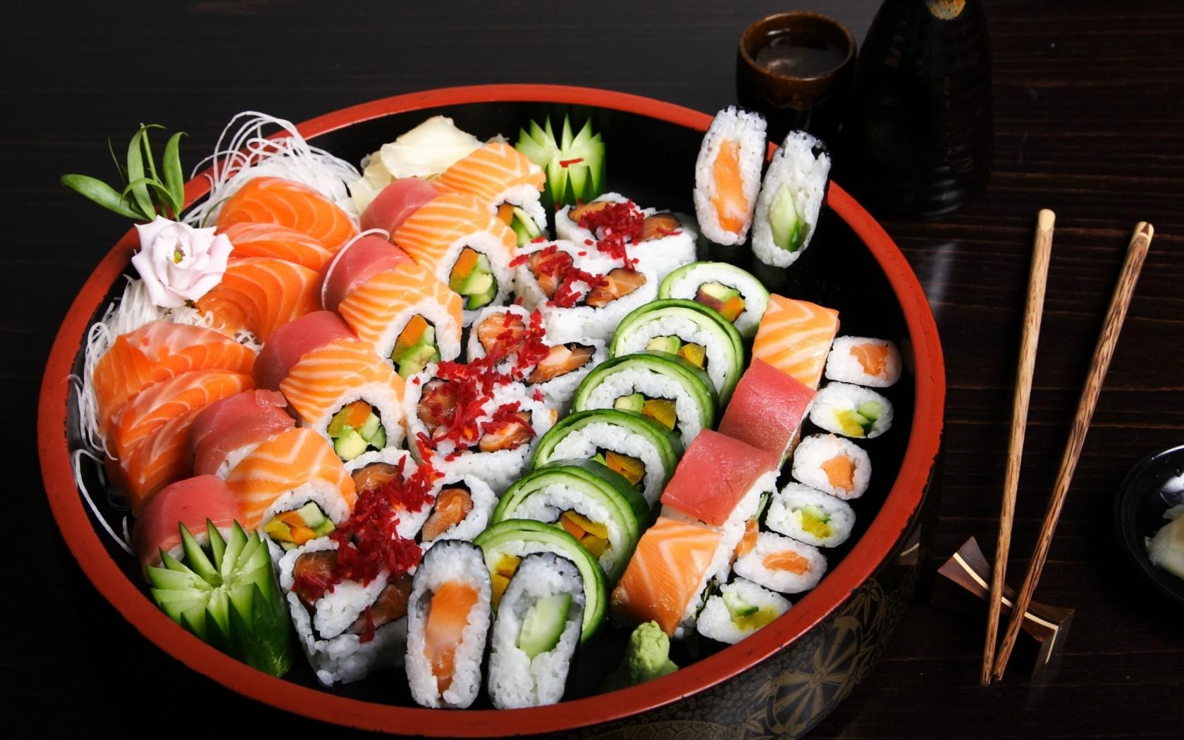 ซูชิ หรือ ข้าวปั้น เป็นอาหารของชนชาติญี่ปุ่น ซึ่งมักจะหมายถึงอาหารที่มีส่วนประกอบของ  ซูชิเมะชิ หรือ ข้าวที่ผสมกับน้ำส้มสายชู และมีหน้าแบบต่างๆ ทั้งอาหารทะเล ...